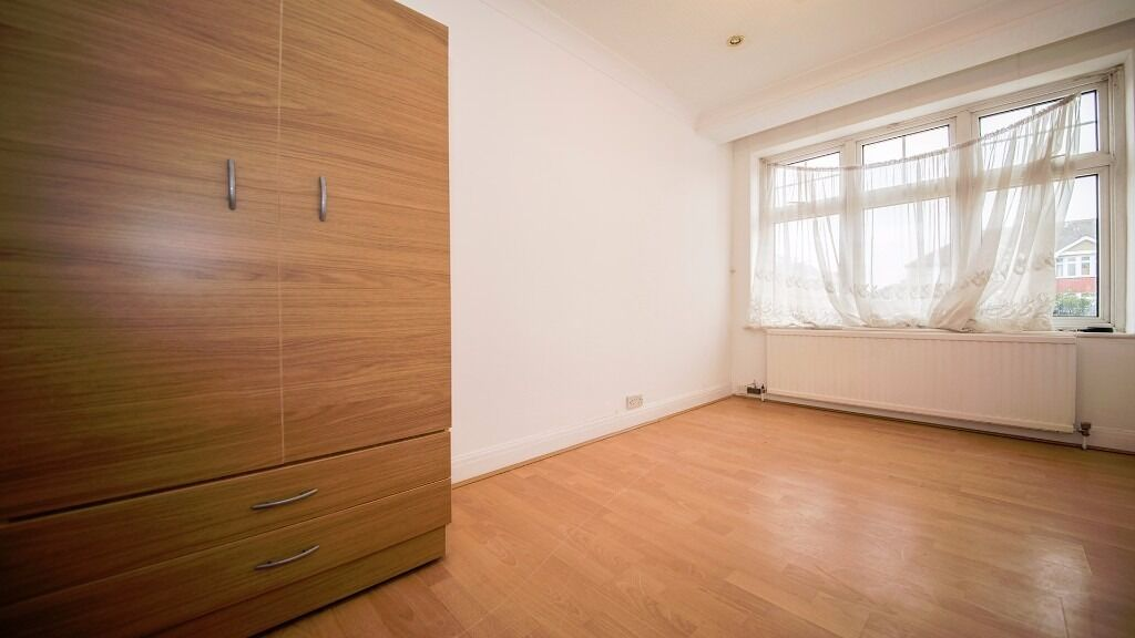 SMALL DOUBLE ROOM AVAILABLE!! INCLUDING ALL BILLS!! WIFI/COUNCIL TAX!! DRIVEWAY!! WALTHAM CROSS, EN3
