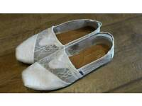 White lace Toms size 6