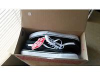 Vans Old Skool Black/White Size 9 New & Boxed