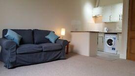 Refurbished, bright, spacious 2 bedroom flat in Ardmillan.