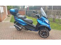 Piaggio mp3 500 ie LT Sport ABS/ASR 3 wheel scooter 500cc ride on car license Heated Grips