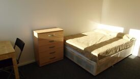 DOUBLE ROOM AVAILABLE NOW!!! ALL BILLS INCLUDED!! 10 MINS WALKING FROM CANARY WHARF!!