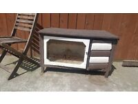 Outdoor rabbit hutch or guinea pig