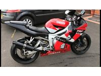 YAMAHA R6 1999 RED AND BLACK