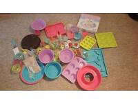 Silicone bakeware and magazines