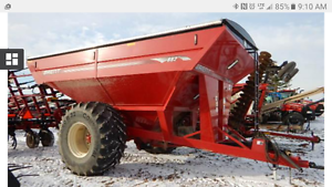 Brent 882 Grain Cart with scale
