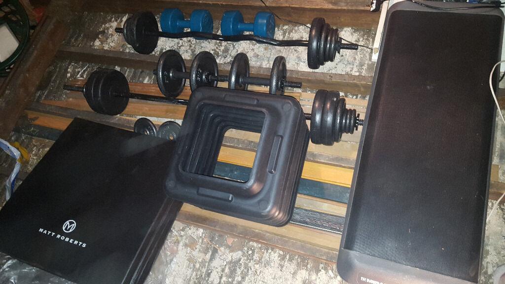 Weight Setin Islington, LondonGumtree - Barbell & Dumbbell & Ez Bar Includes 6 x 0.50 kg, 6 x 1.25kg, 10 x 2.5kg and 4 x 5kg discs Jordan Aerobic Step Colour Black/grey Length 1090mm Width 400mm Height 203mm Fitness Mad Studio Aerobic Step Extra feet (2 extra Unit) Black Pro Fitness...