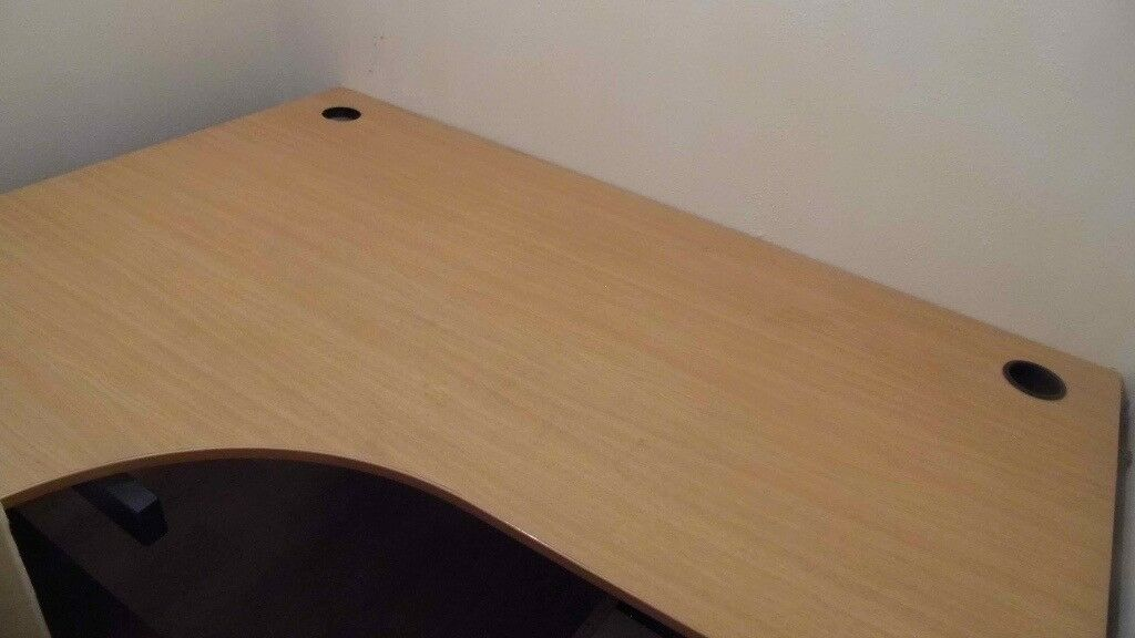 Good Computer Table available