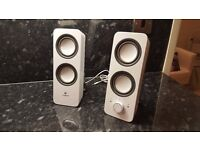 Logitech Z200 2.0 PC Speakers in White - Clear and Rich Audio Sound. Immaculate Condition.