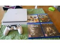 Ps4 1 tb + controller and 4 games