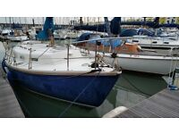 29ft snap dragon sailing boat. current in brighton marina, modified for living aboard