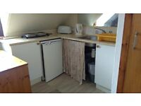 Bright single studio bed sit in good area in clean quiet house, very central.