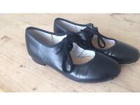 Girls Katz black tap shoes size 13.5