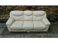 Cream leather sofa settee in good condition