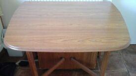 FOLDING/EXTENDABLE DINING TABLE