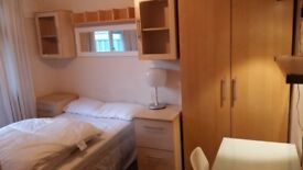 Luton, Crawley Green, Two Large Smart Double Rooms