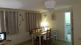 ***LARGE ROOM TO RENT***BILLS INCLUDED***Lovely bright, airy, double room to rent in friendly home
