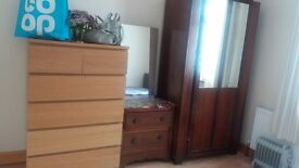 Double bedroom + livingroom in Hart of southall + wifi for couples.