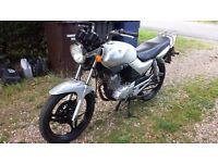 SILVER YAMAHA YBR 125CC MOTORCYCLE