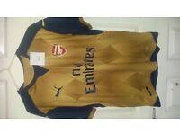 Arsenal Away shirt / t-shirt / top / jersey / kit 15/16 Premier League football season. Size Medium