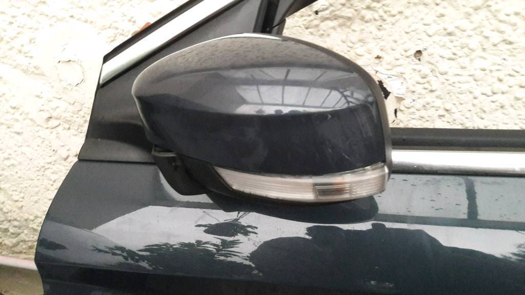 Ford mondeo mk4 wing mirror complete unit can post