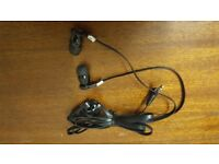 NEW - 3.5 mm Jack in Ear Mega Bass Stereo Hands Free Headset Earphones Headphone + Mic.