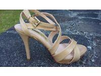 New Manas Lea Foscati Leather Beige Nude Sandals Heels Size 4 E37