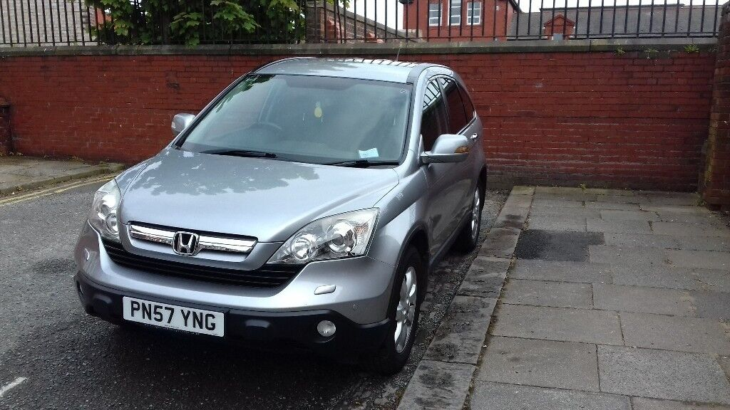 Honda CR-V. MOT Sept 2018, 83,000 miles. Great condition. Silver.