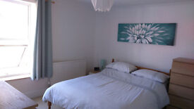 I HAVE BEAUTIFUL LARGE DOUBLE ROOM TO RENT (Monday to Friday) FOR A PROFESSIONAL PERSON – NON SMOKER