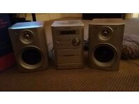 Cd player/ radio stereo system with speakers