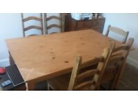 dinning table and 6 chairs good condition