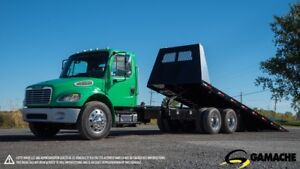 2006 FREIGHTLINER M2 106 TOW TRUCK 28'