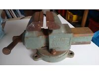 """Heavy Russian Engineers Vice with swivel base - 4"""" jaws that open out to 4 1/4"""""""