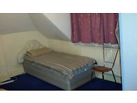 Spacious Double Bedroom 2 mins from Ilford Station for 1 Person £370 PCM-Too Good To be Missed☺