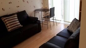 Bright and big double rooms for rent close to Coventry city centre and shopping centre.