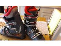 Men's skiing boots