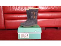 Girls Clarks suede boots grey size 2.5F new in box