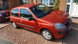 Renault clio 1.2, immaculate inside and out! 12 month MOT.