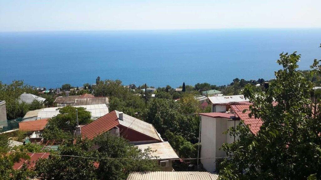 Spacious 3-bedroom apartment for sale in Alupka, Crimea, Russia. Price: £87,000