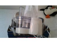 Kenwood FP180 series food processor with complete accessories. Perfect working order.