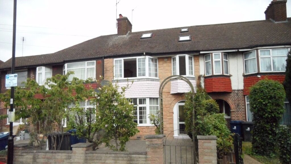4 Bedroom Mid Terraced House in Cloister Road, West Acton London W3