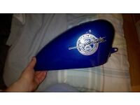 harley Davidson sportster 883 fuel tank. no cap very very good condition