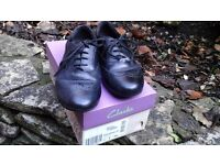 Clarks girls brougue shoes. Size 2.5, E width fitting. Black leather uppers.