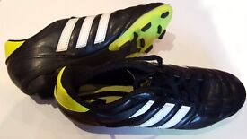 Boys ADIDAS All Weather Football Boots Size 4