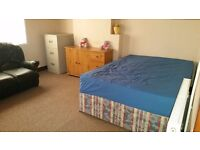 DOUBLE ROOM TO LET IN NICE HOUSE - ALL BILLS AND WIFI INCLUDED!!