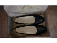 New Black flat shoes - Size 6