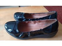 fitflops womens black patent leather size 5 shoes