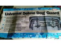 Streetwize deluxe Universal Dog guard