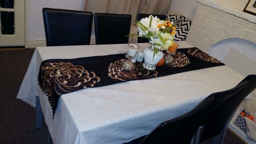Beautiful glass table with 6 black chairs