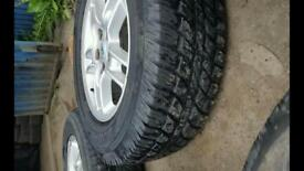 LAND ROVER DEFENDER TYRES ANS RIMS